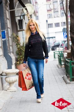 Andreea Balan - Blue is back Bell Bottoms, Bell Bottom Jeans, Celebrity Style, Chic, Celebrities, Blue, Fashion, Shabby Chic, Moda