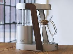 There are coffee machines that make great coffee and there are coffee machines that look great. Ratio is the first machine that truly embodies both excellent form and function. Designed in Portland, Oregon, every Ratio machine is meticulously assembled by hand and is designed to last.