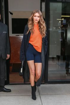 Casual gigi hadid outfits that will help you ace your everyday style game. MUST READ Gigi Hadid Casual, Gigi Hadid Outfits, Gigi Hadid Style, Gigi Hadid Fashion, Look Fashion, Autumn Fashion, Fashion Outfits, Womens Fashion, Short Outfits