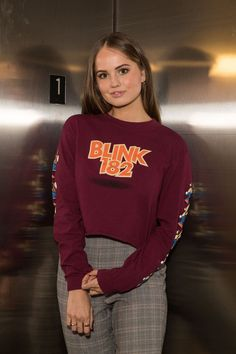 For beautiful female celebrities. Camilla Mendes, Laura Marano, Ginger Girls, Fashion Corner, Debby Ryan, Beautiful Actresses, Celebrity Style, Celebrity Dads, Pretty People
