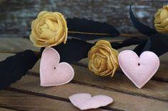 Υφασμάτινη Καρδιά 50τεμ Ροζ 4cm UHR4-08458-4  Υφασμάτινη καρδιά σε χρώμα ροζ.Συνδυάζονται με μεγάλη ποικιλία χρωμάτων και υλικών, για να σας δώσουν πρωτότυπες ιδέες και έμπνευση ώστε να δημιουργήσετε εύκολα και απλά δεκάδες διαφορετικά προϊόντα, όπως πασχαλινές λαμπάδες, μπομπονιέρες, κουτιά βάπτισης, λαδοσέτ κ.α.Διαστάσεις: 4cmΔιατίθενται σε συσκευασία 50 τεμαχίων. Band, Sash, Bands, Orchestra