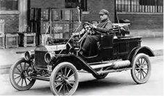اول سيارة جاءت مصر سنة 1890 كانت سرعتها 40 كيلو فى الساعة. سافرت من القاهرة للأسكندرية فى زمن قياسى (13 ساعة.