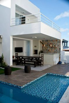 Top 5 Inexpensive Family Room ideas (Read more. Backyard Pool Designs, Small Backyard Pools, Swimming Pools Backyard, Villa Design, Duplex House Design, Modern House Design, Future House, Balcony Railing Design, Small Pool Design