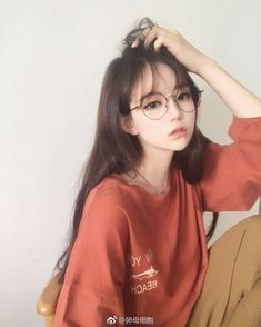 Korean Fashion Trends you can Steal – Designer Fashion Tips Pretty Korean Girls, Cute Korean Girl, Pretty Asian, Cute Asian Girls, Beautiful Asian Girls, Cute Girls, Mode Ulzzang, Ulzzang Korean Girl, Ulzzang Girl Selca