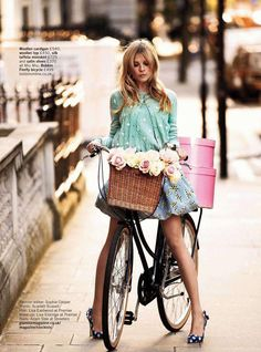 love the basket on this bike