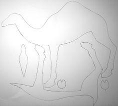 Camelo com molde Felt Patterns, Craft Patterns, Camelo, Crafts For Kids, Diy Crafts, Day Of The Dead Skull, Soft Sculpture, Felt Christmas, Silk Painting