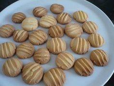 Rezept: Kekse / Plätzchen - Vanillekekse / Schokokekse Bild Nr. 5 Cute Cookies, Almond, Food, Thumbnail Image, Pies, Kuchen, Food And Drinks, Meals, Yemek