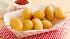 State Fair Crescent Cheese Curds -- Cheese curds wrapped in crescent dough and deep fried--an easy way to create a State Fair favorite, right in your own home! Appetizer Buffet, Appetizer Recipes, Snack Recipes, Cooking Recipes, Easy Recipes, Copycat Recipes, Cheese Recipes, State Fair Food, Carnival Food