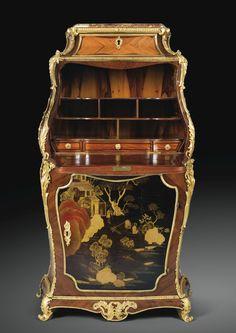 Exceptionnel secrétaire en laque du Japon, placage de bois de rose et d'amarante et montures de bronze doré<br>d'époque Louis XV, estampillé I.F. DUBUT, vers 1750