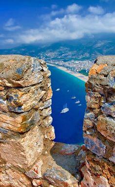 Alanya Kalesi burçlarının arasından, sahile bakış... :) Alanya - Antalya - Türkiye / #Turkey ♥♥♥