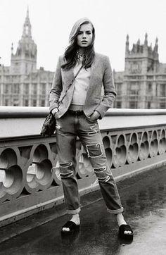 Balancing masculinity and femininity so well | Topshop boyfriend jeans, coat and sweatshirt.