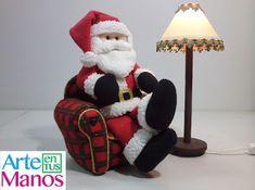 Lampara para Santa Claus, con material reciclado, paso a paso Christmas Tree Themes, Felt Christmas, Christmas Projects, Christmas Ornaments, Holiday Decor, Felt Crafts, Crafts To Make, Christmas Accessories, Barbie