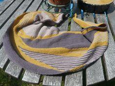 Shawl Mon réconfort de Christine Rouvillé, laines De rerum natura. Plus de détails sur mon blog