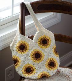 Easy to crochet Sunburst Granny Square. Perfect for your next afghan or crochet granny square project! Sunburst Granny Square, Granny Square Häkelanleitung, Granny Square Crochet Pattern, Square Blanket, Crochet Blocks, Crochet Squares, Granny Granny, Crochet Purse Patterns, Bag Crochet