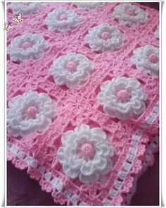 Centro con rosas - photo only, no pattern Handmade shabby chic crochet tablet cover with pink roses – Artofit Granny Square Häkelanleitung, Granny Square Crochet Pattern, Crochet Squares, Crochet Motif, Crochet Designs, Knit Crochet, Granny Squares, Crochet Afghans, Crochet Blanket Patterns