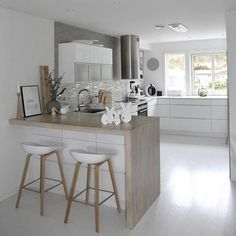 Tiny Kitchen Design Ideas What Is It 24 - sitihome Home Decor Kitchen, Kitchen Living, Interior Design Kitchen, New Kitchen, Home Kitchens, Kitchen Ideas, Rustic Country Kitchens, Scandinavian Kitchen, Cuisines Design