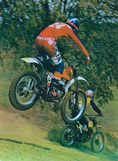 Clasp Garage: Jim Pomeroy and Bultaco. Looks like the downhill at SaddleBack. Motocross Racer, Motorcycle Racers, Motocross Bikes, Vintage Motocross, Suzuki Motocross, Mx Bikes, Motorcycle Suit, Road Bikes, Bultaco Motorcycles