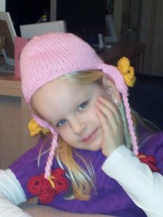 Little girls hat with butterfly - knitted