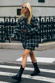 New York Fashion Week Delivered All the Street Style You've Been Waiting For Estilo Grunge, 90s Grunge, Grunge Fashion, 90s Fashion, Fashion Outfits, Fashion Tips, Fashion Trends, Fashion Weeks, London Fashion