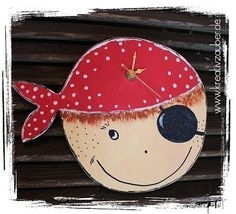 Make pirate clock Source by Kreativzauber Decorative Plates, Christmas Ornaments, Holiday Decor, How To Make, Kids, Super, Clocks, Watches, Diy Canvas