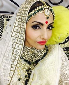 Indian Wedding Outfits, Indian Outfits, Bollywood Fashion, Bollywood Style, Celebrity Singers, Indian Accessories, Bindi, Married Woman, Indian Couture
