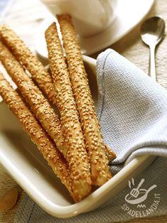 Savoury Baking, Bread Baking, Pretzel Roll Recipe, Almond Paste Cookies, Bread Recipes, Vegan Recipes, Biscuit Bread, Pasta Maker, Crack Crackers
