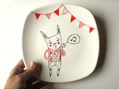 Platos decorativos disponibles ya en la tienda. Para la semana, las tazas.   Para verlos en la tienda pinchad en el siguiente enlace:   http://www.etsy.com/shop/krabismos    por Nuria Diaz
