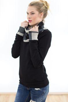 Pullover in schwarz mit Krangen in schwarz-weiß, schicker Langarm Pulli für den Winter / Hoody in black with stand-up collar in black and white, chic sweatshirt for winter by Shoko via DaWanda.com