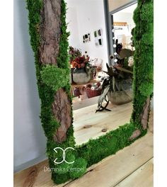 √ 37 Best Indoor and Outdoor Moss Decorative Ideas In 2019 - Home and Gardens Moss Wall Art, Moss Art, Moss Garden, Garden Art, Air Plants, Indoor Plants, Moss Graffiti, Moss Decor, Deco Floral