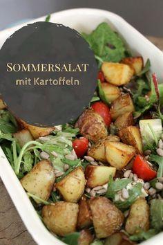 Sommersalat Rezept: Kartoffelsalat ohne Majo. Dieses Kartoffelsalat Rezept ist ein Salat zum Sattessen. Als vegetarischer Salat eignet er sich auch als Salat zum Grillen. Als sättigender Salat ist er das ideale Sommergericht.