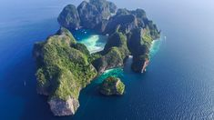 Andaman CoastTop view of isolated rocky tropical island with turquoise water and white beach. Aerial view of Phi-Phi Leh island with Maya Bay and Pileh Lagoon. Khao Lak Beach, Lamai Beach, Philippines Beaches, Phi Phi Island, Sustainable Tourism, Travel Abroad, Beautiful Landscapes, Orlando, Travel