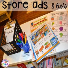 How to set it up & add literacy and math opportunities to the grocery store in your preschool, pre-k, & kindergarten classroom. Kids Play Store, Play Grocery Store, Dramatic Play Area, Dramatic Play Centers, Environmental Print, Preschool Special Education, Preschool Food, Art Education, Alphabet