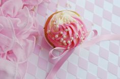 "Passion 4 baking ""Pink White Velvet Cupcake & Pink-White Frosting (cream cheese with mashed raspberries)"