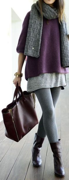 Street style | Oversize purple sweater, grey tights and scarf