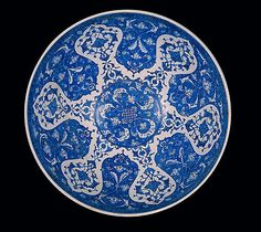 Footed bowl. Turkey, Iznik, c. 1510. Fritware, painted underglaze. H. 22; Diam. 42 cm. Inv. no. 211. Museu Calouste Gulbenkian © 2008 Fundação Calouste Gulbenkian