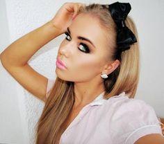 makeup and bows