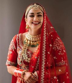 We are loving the bright beautiful smile of this bride expressing her happiness and who can forget that snowy worthy jewellery she is dolled up which gave her a perfect 'Maharani Look' 😍 . Indian Bridal Photos, Indian Bridal Makeup, Indian Bridal Outfits, Indian Bridal Fashion, Wedding Makeup, Bridal Makup, Indian Dresses, Asian Bridal, Bridal Beauty