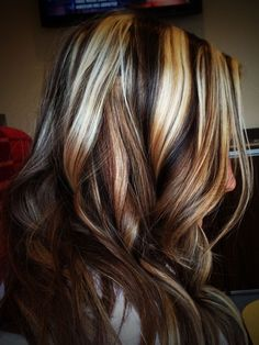 multicolored streaked hair, dark brunette and chocolate brown, light blonde and platinum, brown hair with blonde highlights, worn by woman in facing to one side Chocolate Brown Hair With Highlights, Blonde Streaks, Brown Hair With Blonde Highlights, Hair Color Highlights, Blonde Balayage, Balayage Hairstyle, Silver Highlights, Balayage Highlights, Brown Hair Shades