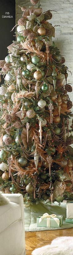 23 Christmas Tree Ideas : hese ideas are worth trying this time on the Christmas. Your tree would garner more praises than the readymade ones. Share these amazing and quick Christmas tree ideas with others to make your Christmas tree best in the town. Noel Christmas, All Things Christmas, Christmas Themes, Vintage Christmas, Irish Christmas, Country Christmas, Christmas Tree Decorations, Christmas Tree Ornaments, Holiday Decor