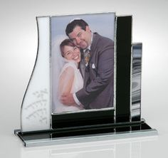 I like the built in stand Stained Glass Frames, Stained Glass Projects, Stained Glass Patterns, Stained Glass Art, Mosaic Glass, Mirrored Picture Frames, Glass Picture Frames, Glass Wind Chimes, Tiffany Glass