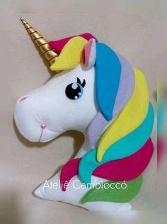 Almofada de Unicórnio confeccionada em feltro. 46 cm de altura e 40 cm de largura. #unicornio #almofadaunicornio #temaunicornio #unicórnio #festaunicornio #unicornpillow