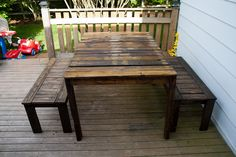 Outdoor Patio Set made with recycled wooden pallets  #Bench, #DIY-Pallet-Ideas, #Furniture, #Outdoor, #Pallets, #Table #repurposed #allthingspallets