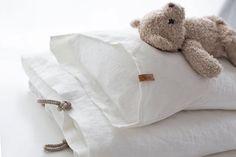 Uusi jälleenmyyjä ! Luonnonvalkoista Ainaa vauvoille saa huomenna myös @pikkuvanilja sta. Veräjä-huppupyyhe löytyy jo tänään. Käykää tutustumassa tähän ihanaan kauppaan! •: @linnolahtiphotography Instagram Widget, Kidsroom, Bed Pillows, Baby Boy, Nursery, Baby Cakes, Gift Ideas, Bebe, Bedroom Kids