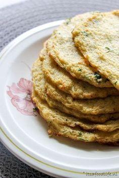 Bloemkool tortilla's met pittig gekruid gehakt. Bloemkool heeft heel weinig kcal en is daarom een perfecte vervanger voor meel, rijst of aardappelen   It's a Food Life