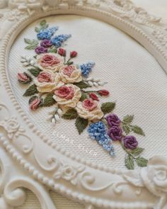 Brazilian Embroidery Patterns Just beautiful embroidery Bullion Embroidery, Brazilian Embroidery Stitches, Types Of Embroidery, Simple Embroidery, Rose Embroidery, Hand Embroidery Stitches, Silk Ribbon Embroidery, Hand Embroidery Designs, Embroidery Techniques