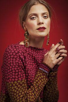Oleana Pullover Tunic Design 197-K, Scarf Design 193-K, Wristlets Design 194-K, Oleana Norwegian Sweaters, Blankets