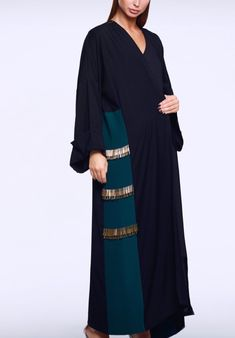 Abaya Fashion, Muslim Fashion, Modest Fashion, Fashion Dresses, Hijab Style, Abaya Style, Modern Abaya, Modele Hijab, Arabic Dress