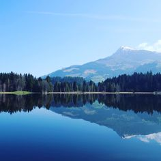 "Picture-perfect lakes & mountains. Hike 2: exploring three lakes on the ""balance"" trail in Kitzbühel - Schwarzsee Gieringer Weiher & Vogelsberg Weiher. #friendsontour #austria #tyrol #hiking #walkandseemore #mountains #weekend #fitness #lastofthesnow #kitzbühel @kayjayspictureworld #freshair #peaceful #takeabreak #getoutofthecity #sunshine"