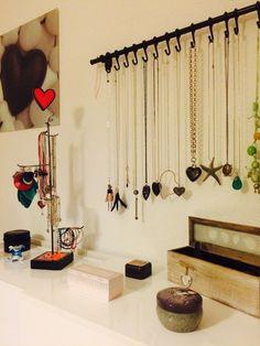 Idée support collier chambre maison femme beauté design
