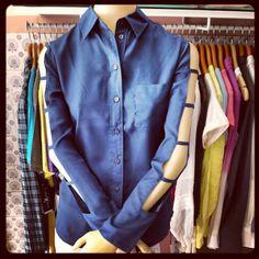 Camisa manga longa vazada chiffon azul marinho @TNG moda, por R$ 139,90. Look como este e outros você encontra na @Versátil Roupas & Acessórios! #versatilra #tng #TagsForLikes #instadaily #fashion #saiadocomum #tngmoda #instagood #autumn2014 #winter2014 #cold #outono #inverno